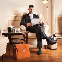 イタリア製ベジタブルタンニンレザーのビジネスバッグ ROMA、使用イメージ