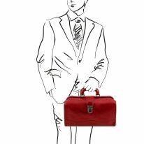 イタリア製ベジタブルタンニンレザーのバッグ RAFFAELLO、レッド、使用イメージ