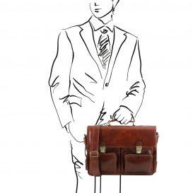 イタリア製ベジタブルタンニンレザーの取り外し仕切りつきバッグ VENTIMIGLIA、ブラウン、使用イメージ