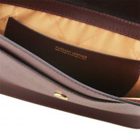 IRIDEイタリア製 サフィアーノ・カーフレザーのポシェット、チェーンバッグ、ゴールドチェーンストラップ