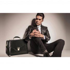 イタリア製VOLTERRA ベジタブルタンニンレザーのビジネスバッグ、モデルイメージ