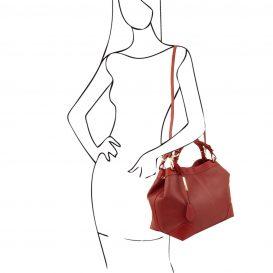 イタリア製AMBROSIA 柔らかいカーフレザーの2WAYハンドバッグ、使用イメージ