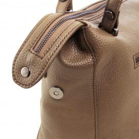 イタリア製シボ加工柔らかいカーフレザーの2WAYハンドバッグ・ショルダーバッグ、ダークトープ、トープ、ベージュグレイ、グレージュ、詳細2