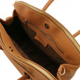 イタリア製シボ型押しレザーの2WAYハンドバッグ、コニャック、詳細4