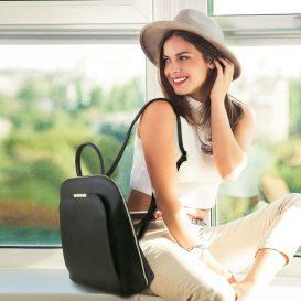 イタリア製サフィアーノレザーのリュック TL BAG、モデル着用イメージ
