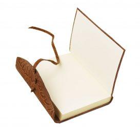 イタリア製フローラル模様レザーカバーのノート、コニャック、詳細3