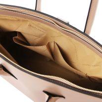 イタリア製スムースレザーのエレガントなハンドバッグ ELETTRA、トープ、詳細5