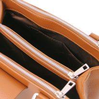 イタリア製シボ型押しレザーの2WAYハンドバッグ FIORDALISO、コニャック、詳細3
