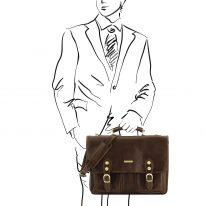 イタリア製ベジタブルタンニンレザーのビジネスバッグ MODENA、ダークブラウン、使用イメージ