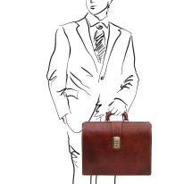 イタリア製ベジタブルタンニンレザーのダレスバッグ/ドクターバッグ CANOVA、ブラウン、使用イメージ