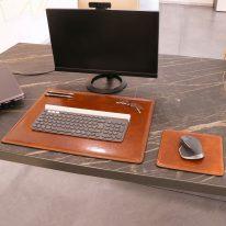 デスクマットとマウスパッドの使用イメージ_ハニー
