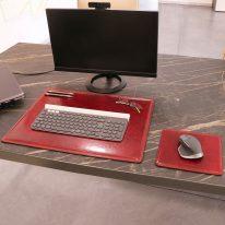 デスクマットとマウスパッドの使用イメージ_レッド