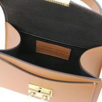 イタリア製スムースレザーのゴールドチェーンストラップ付ハンドバッグ TL BAG、コニャック、詳細3