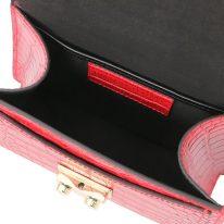 イタリア製クロコ型押しレザーのゴールドチェーンストラップ付ハンドバッグ TL BAG、ルージュ、詳細3