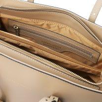 イタリア製スムースレザータッセルつきトートバッグTL BAG、シャンパーニュ、詳細2