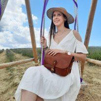 イタリア製ベジタブルタンニンレザーのショルダーバッグ ALESSIA、使用イメージ2