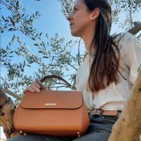 イタリア製パルメラートレザーのゴールドチェーンストラップ付ハンドバッグ TL BAG-Lサイズ、使用イメージ