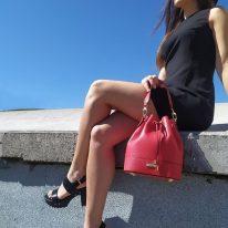 イタリア製シボ型押しレザー2WAY巾着バッグ TL BAG、使用イメージ5