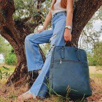 イタリア製シボ型押しソフトレザーのスーツケースに取り付けられるリュックTL BAG、使用イメージ2