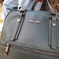 イタリア製シボ型押しソフトレザーのスーツケースに取り付けられるリュックTL BAG、使用イメージ3