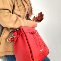 イタリア製シボ型押しレザー2WAYゴールドチェーン巾着バッグ TL BAG、使用イメージ3