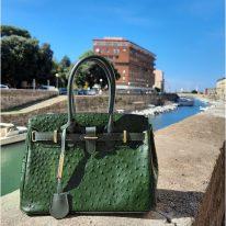 イタリア製オーストリッチ風型押しレザーの2WAYハンドバッグ TL BAG、使用イメージ3